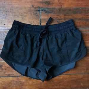 Euc Lululemon black camo Hotty hot shorts 8